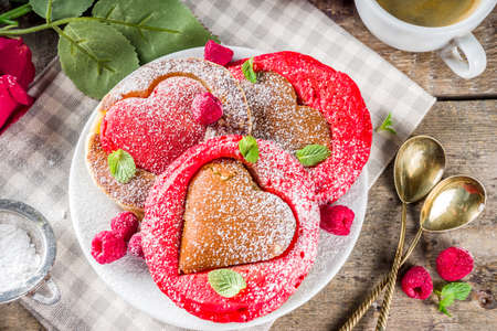 Photo pour Valentine day brunch food recipe idea. Delicious homemade heart shaped red and white pancakes with berries. Concept of a festive breakfast for Valentine's Day, pleasant surprise for loved one - image libre de droit