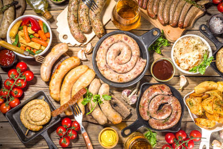 Photo pour Assortment of different fried sausages. Set with various meat Bavarian, Frankfurt, German grilled sausages, Oktoberfest or summer BBQ party concept, old wooden table background copy space top view - image libre de droit