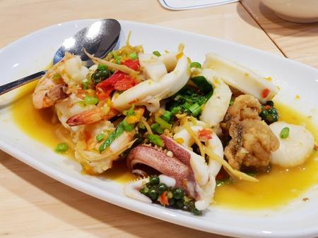 Foto de Thai seafood with spicy sauce - Imagen libre de derechos