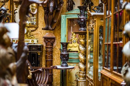 Photo pour Old vintage furniture in antique shop, Bruxelles, Belgium - image libre de droit