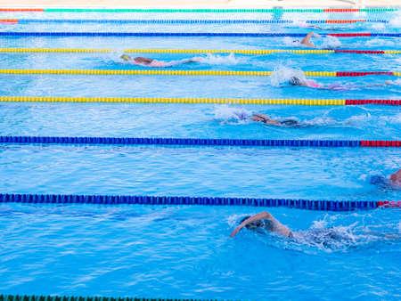 Photo pour Young women swimmers on competition. - image libre de droit