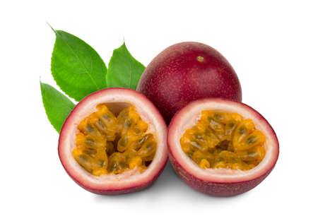 Photo pour passion fruit with leaf isolated on white background - image libre de droit