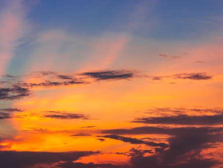 Foto de Dramatic colorful sunset sky background with sun ray - Imagen libre de derechos