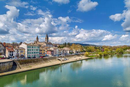Photo pour View of Tournus with abbey fron Saone river, France - image libre de droit