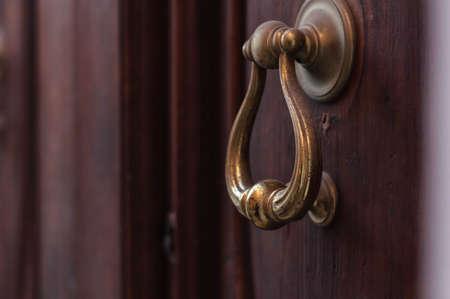 Photo pour ancient iron door knocker on medieval house - image libre de droit