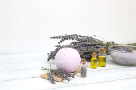 Foto de Natural cosmetics. Handmade lavender bath bombs and lavender flowers on white wooden planks - Imagen libre de derechos