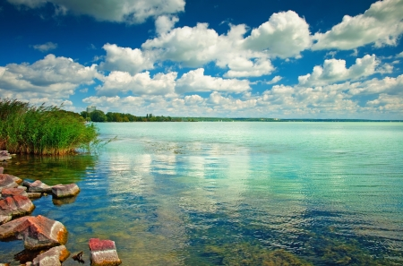 Photo pour Lake Balaton in Hungary with nice clouds in summer - image libre de droit