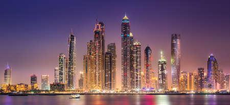 Photo pour Dubai bay view from Palm Jumeirah, UAE - image libre de droit