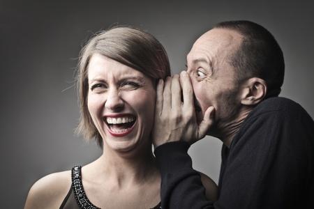 Foto de Man telling a laughing woman a joke - Imagen libre de derechos
