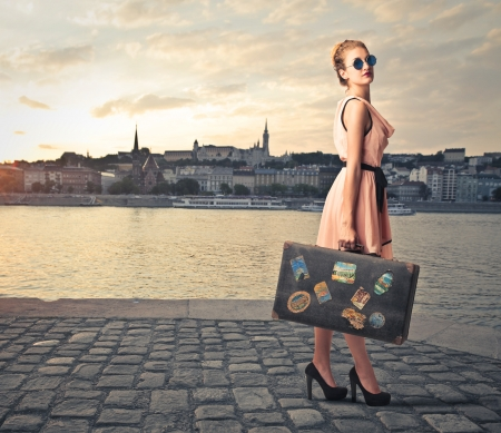 Photo pour fashion woman with her suitcase on holiday - image libre de droit