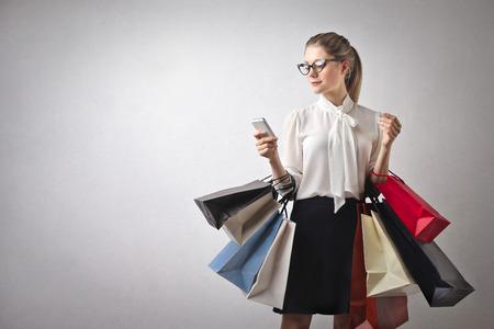 Photo pour shopping girl - image libre de droit