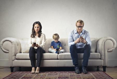 Foto de The boring family with Their phones - Imagen libre de derechos
