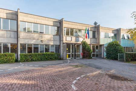 Photo pour External view of school, Italian school building - image libre de droit