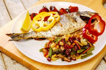 Photo pour Food fish fresh dorado, meal seafood dinner with vegetables, tasty. - image libre de droit