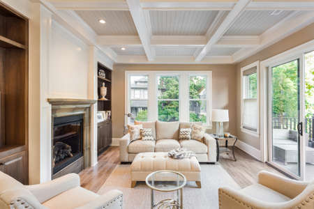 Photo pour Beautiful living room with hardwood floors in new luxury home - image libre de droit