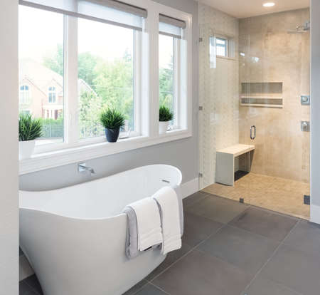 Photo pour Bathroom Interior:  bathtub and shower in new luxury home - image libre de droit