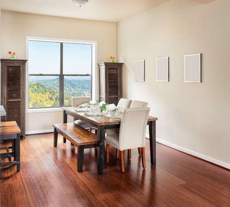 Foto de Furnished Dining Room with Place Settings - Imagen libre de derechos