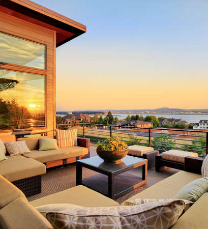 Photo pour patio outside luxury home with beautiful sunset view of city and river, and colorful sky - image libre de droit