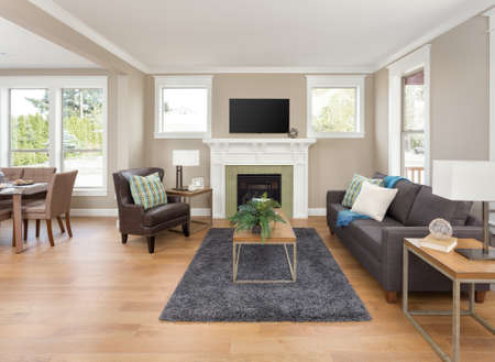 Photo pour Beautiful living room interior with hardwood floors and fireplace in new home - image libre de droit