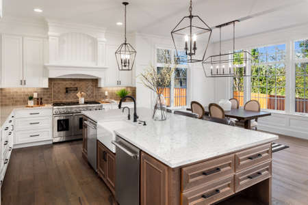 Photo pour Beautiful kitchen in new traditional style luxury home, with quartz counters, hardwood floors, and stainless steel appliances - image libre de droit