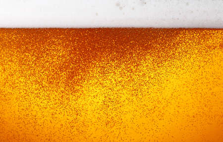 Photo pour Close up background texture of lager beer with bubbles and froth in glass, low angle side view - image libre de droit
