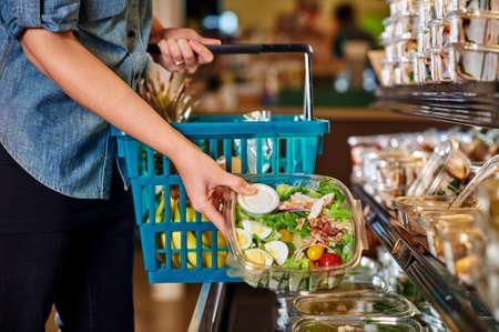 Foto für woman buying a salad at a grocery store - Lizenzfreies Bild