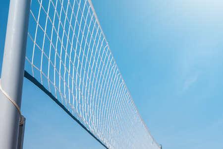 Foto de Mesh for beach volleyball on a sunny summer day - Imagen libre de derechos