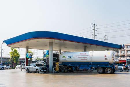 Photo pour Bangkok, Thailand - March, 25, 2021 : PTT Gas Station Petrol Business Shops Rental Restaurants Popular Services Asia at Bangkok, Thailand - image libre de droit