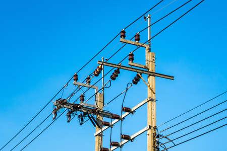Photo pour The electric pole, The electric post show with high voltage construction and voltage transmission line, beautiful blue sky background - image libre de droit