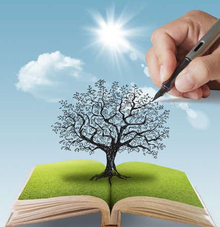 Photo pour open book of hand drawn the big tree - image libre de droit