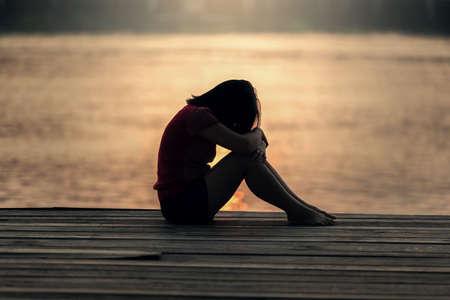 Photo pour Sad woman silhouette worried at sunset - image libre de droit