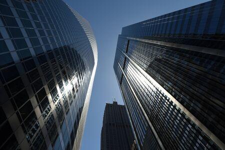 Photo pour Chicago, USA - June, 2018: Skyscrapers of Chicago. Up view on skyscrapers of Chicago. - image libre de droit