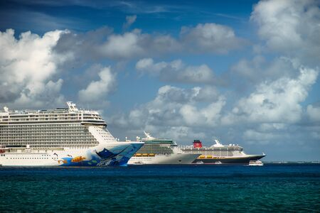 Photo pour Three Cruises ship in crystal blue water with beautiful sky. - image libre de droit