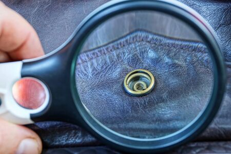 Photo pour magnifier magnifies a rivet on brown leather clothes - image libre de droit