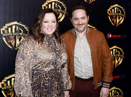 Photo pour Ben Falcone and Melissa McCarthy at the 2019 CinemaCon - Warner Bros. Pictures 'The Big Picture' Presentation held at the Caesars Palace in Las Vegas, USA on April 2, 2019. - image libre de droit