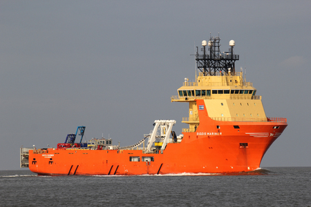 SIDDIS MARINER on the river Elbe. The SIDDIS MARINER is a diesel electric driven supply vessel and pipe carrier, owned and operated by Siem Offshore.