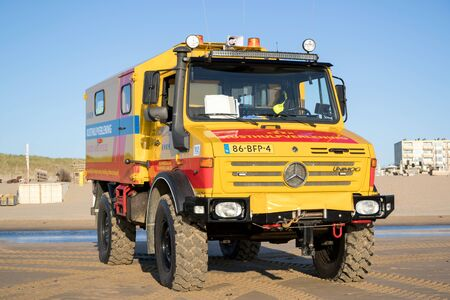 Photo pour KNRM Mercedes-Benz Unimog on the beach. KNRM is the voluntary organization in the Netherlands tasked with saving lives at sea. - image libre de droit