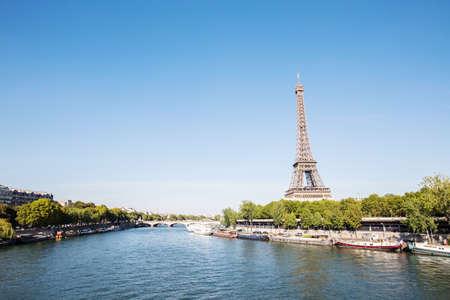 Photo pour Eiffel tower in Paris France - image libre de droit