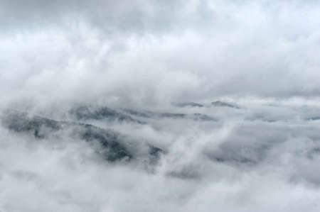 Photo pour Fog and cloud mountain valley spring landscape - image libre de droit