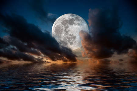 Photo pour Magical evening on the sea. Big full moon reflection in water - image libre de droit