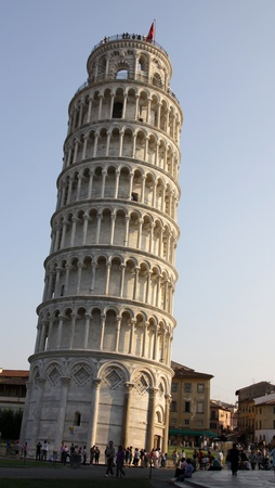 Photo pour The leaning tower of Pisa in the Piazza del Duomo, in Pisa, Tuscany, Italy. - image libre de droit