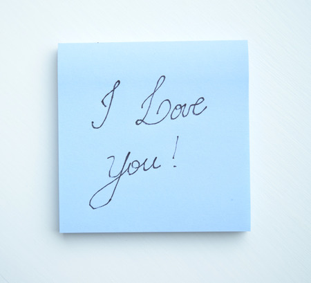 Sticky note pad with the phrase I love you! written on it