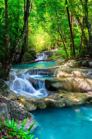 Photo pour Beautiful waterfall in Thailand tropical forest - image libre de droit