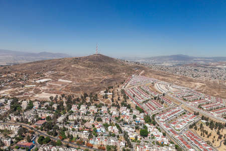 Photo pour Beautiful session of the city and its nature overlooking Cerro del 4 Aerial photos - image libre de droit