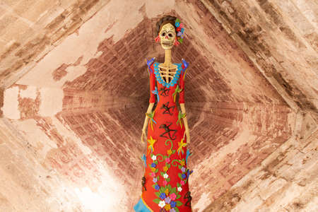 Foto de Craft of catrina. Mexican female character to commemorate the day of the dead in Mexico Abstract perspective in the background - Imagen libre de derechos