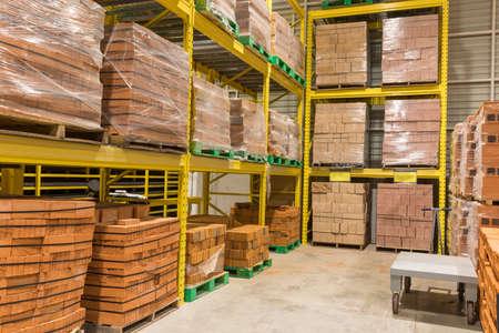 Photo pour Warehouse of materials for construction. Big warehouse - image libre de droit