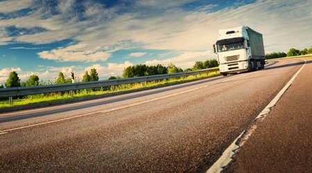 Photo pour lorry moving on sunny evening - image libre de droit