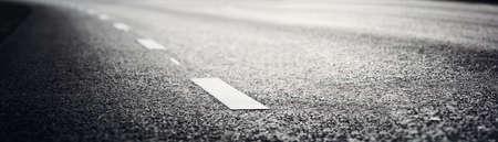 Foto de Asphalt road and dividing lines - Imagen libre de derechos