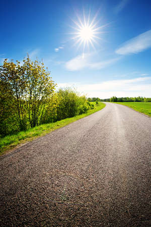 Photo pour Road panorama on sunny spring day - image libre de droit