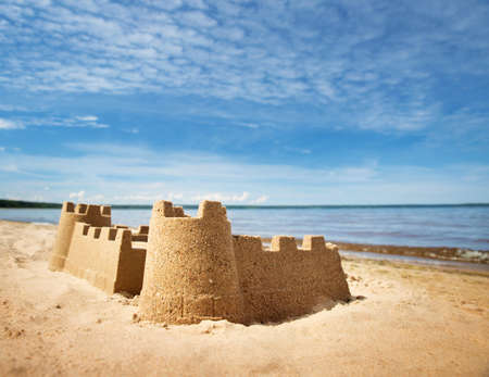 Photo pour Sandcastle on the sea in summertime - image libre de droit